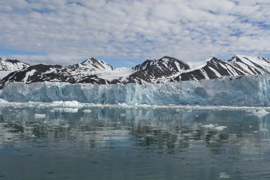 Norway, Barents Sea, Svalbard, Spitsbergen, Northwest Spitsbergen National Park-Cindy Miller Hopkins-Photographic Print