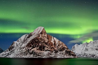 https://imgc.artprintimages.com/img/print/norway-northern-lights-aurora-borealis_u-l-q1bxm830.jpg?p=0