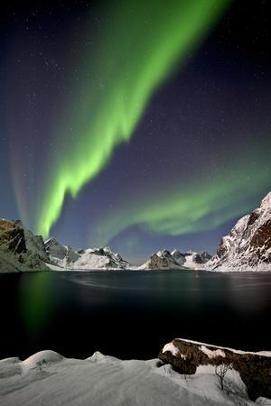 https://imgc.artprintimages.com/img/print/norway-northern-lights-aurora-borealis_u-l-q1bxm8t0.jpg?p=0