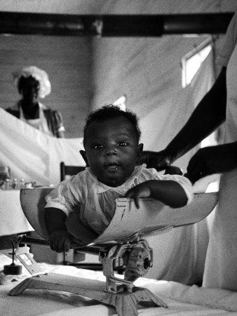 https://imgc.artprintimages.com/img/print/nurse-midwife-maude-callen-weighing-baby-on-scale_u-l-p6e3mu0.jpg?p=0