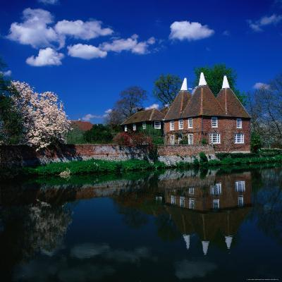 Oast Houses on the River Medway, Yalding Near Maidstone, Kent, England-David Tomlinson-Photographic Print