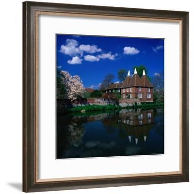 Oast Houses on the River Medway, Yalding Near Maidstone, Kent, England-David Tomlinson-Framed Photographic Print