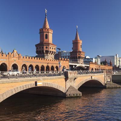 https://imgc.artprintimages.com/img/print/oberbaum-bridge-between-kreuzberg-and-friedrichshain-spree-river-berlin-germany-europe_u-l-q1bsw340.jpg?p=0