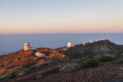 https://imgc.artprintimages.com/img/print/observatory-on-roque-de-los-muchachos-la-palma-canary-islands-spain-europe_u-l-q11viub0.jpg?p=0