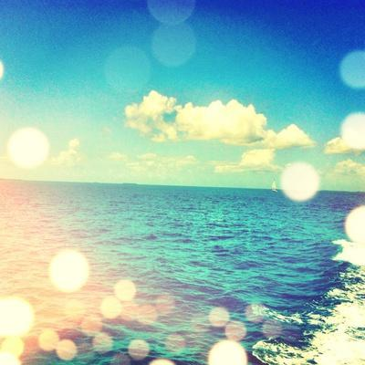 https://imgc.artprintimages.com/img/print/ocean-breeze-i_u-l-pxk4gz0.jpg?p=0