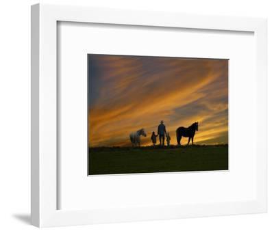 Ohio, Sugarcreek, Amish Family Viewing Sunset-Dennis Macdonald-Framed Photographic Print