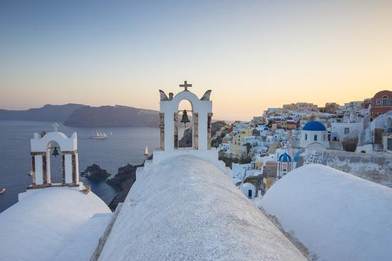 Oia, Santorini (Thira), Cyclades Islands, Greece-Jon Arnold-Photographic Print