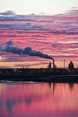 https://imgc.artprintimages.com/img/print/oil-refinery-at-sunset_u-l-pzj3se0.jpg?p=0