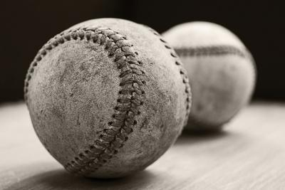 https://imgc.artprintimages.com/img/print/old-baseballs_u-l-q1c0y0k0.jpg?p=0