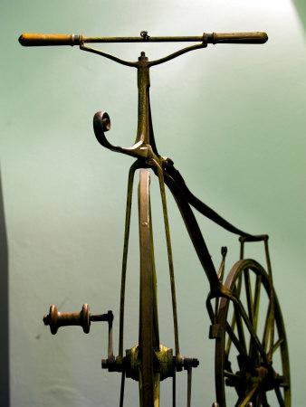 https://imgc.artprintimages.com/img/print/old-bicycle-karlovac-croatia_u-l-p3vwq80.jpg?p=0