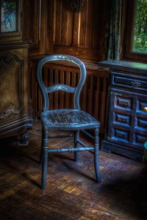 https://imgc.artprintimages.com/img/print/old-chair_u-l-pz0m7v0.jpg?p=0