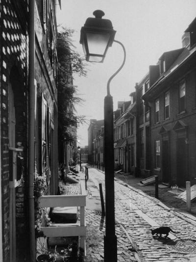 Old Fashioned Street Light in Elfreth's Alley-Andreas Feininger-Photographic Print