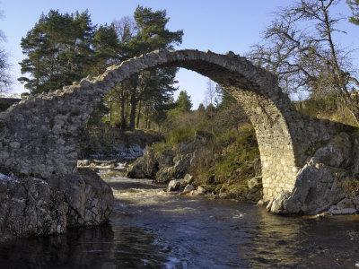 https://imgc.artprintimages.com/img/print/old-packhorse-bridge-carrbridge-highlands-scotland-united-kingdom-europe_u-l-p7jr9s0.jpg?p=0