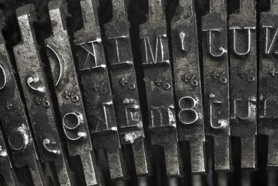https://imgc.artprintimages.com/img/print/old-typewriter-type_u-l-pn3yl50.jpg?p=0