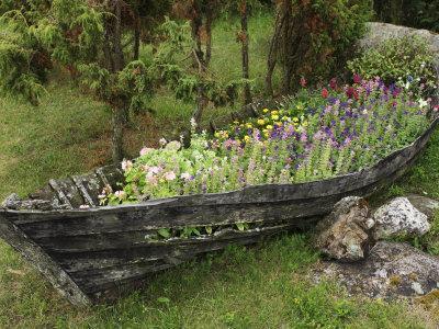 https://imgc.artprintimages.com/img/print/old-wooden-boat-used-as-a-flower-planter_u-l-p8c4en0.jpg?p=0