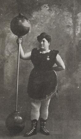 Olimpique Palace. Miss Annet Leuth (La donna piu forte del mondo), leveur de poids