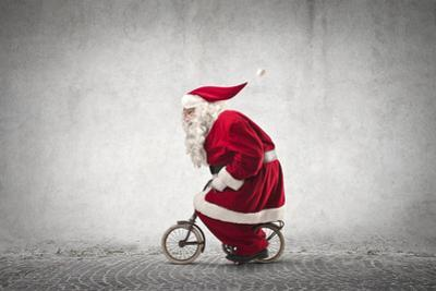 Santa Claus Rides a Bicycle by olly2