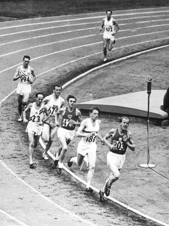 Olympic Games 1952 : Emil Zatopek in the Lead During 5000 M. Race July 25, 1952