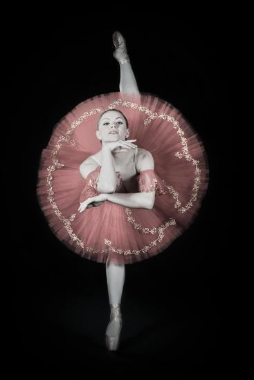On Pointe-Darlene Hewson-Photographic Print