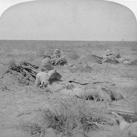 On the Fighting Line with the Queen's Bravest, Modder River, South Africa, 1900-Underwood & Underwood-Giclee Print