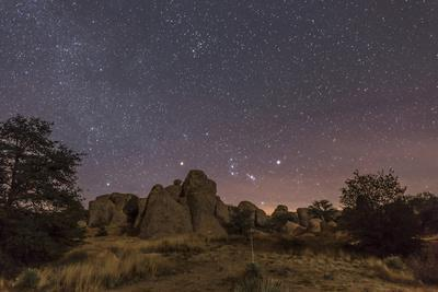 https://imgc.artprintimages.com/img/print/orion-rising-at-the-city-of-rocks-state-park-new-mexico_u-l-pu22pm0.jpg?p=0