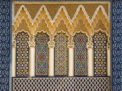 https://imgc.artprintimages.com/img/print/ornate-architectural-detail-above-the-entrance-to-the-royal-palace-fez-morocco-north-africa_u-l-p90whv0.jpg?artPerspective=n