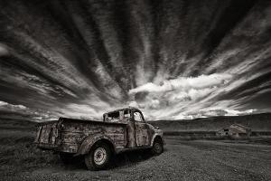 Old Truck (Mono) by Þorsteinn H. Ingibergsson