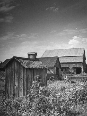 https://imgc.artprintimages.com/img/print/outhouse-sitting-behind-the-barn-on-a-farm_u-l-p6dzq40.jpg?p=0