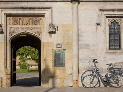https://imgc.artprintimages.com/img/print/oxfordshire-oxford-high-street-magdalin-college-england_u-l-p8yuap0.jpg?p=0