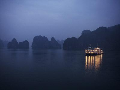 https://imgc.artprintimages.com/img/print/paddle-steamer-at-anchor-dawn-halong-bay-vietnam-indochina-southeast-asia-asia_u-l-p92lps0.jpg?p=0