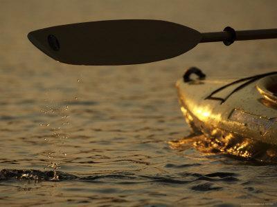 https://imgc.artprintimages.com/img/print/paddling-a-kayak-over-walden-pond-at-sunset_u-l-p5vcvq0.jpg?p=0