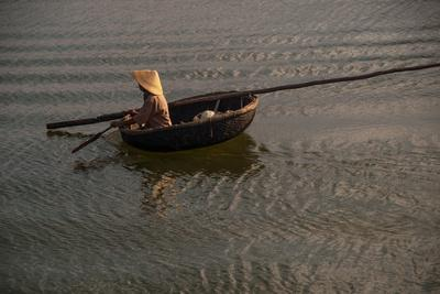 https://imgc.artprintimages.com/img/print/paddling-across-river-in-the-danang-area-of-vietnam_u-l-pswmog0.jpg?p=0