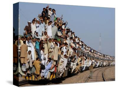 Pakistani Sunni Muslims Return Back to their Homes after Attending an Annual Religious Congregation