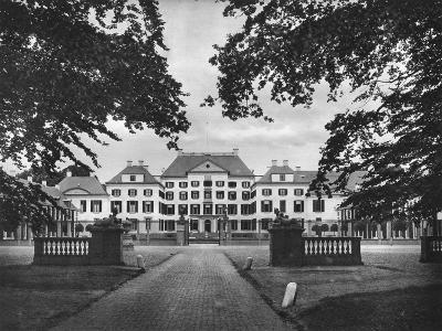 Palace Het Loo, Apeldoorn, Netherlands, C1934--Giclee Print
