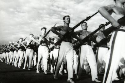https://imgc.artprintimages.com/img/print/parade-of-the-young-communists-moscow_u-l-ppls1f0.jpg?p=0