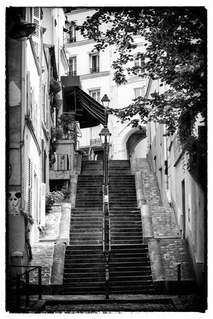 https://imgc.artprintimages.com/img/print/paris-focus-montmartre_u-l-q1g8tye0.jpg?p=0