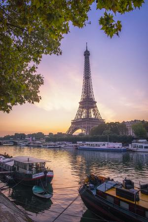 https://imgc.artprintimages.com/img/print/paris-sunrise_u-l-q1elvxj0.jpg?p=0