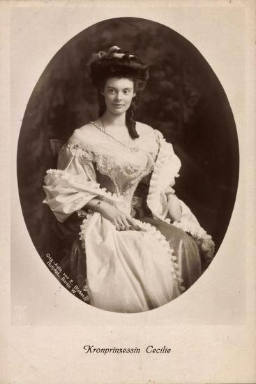 Passepartout Kronprinzessin Cecilie, Kleid, Npg 4652--Giclee Print