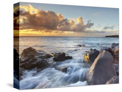 Surf at Kapaa, Big Island, Hawaii, USA