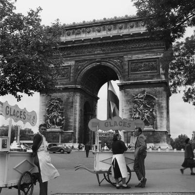Selling Ice-Cream, Arc de Triomphe, Paris, c1950