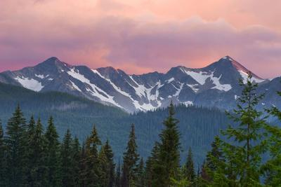 Pink Skies over the Cascade Mountain Range