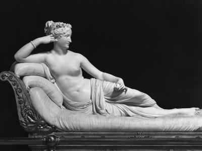 Pauline Bonaparte, Princess Borghese as Venus Triumphant, c.1805-08-Antonio Canova-Giclee Print