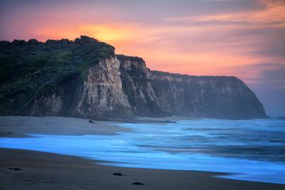 https://imgc.artprintimages.com/img/print/peaceful-fire-sunset-sky-near-santa-cruz-california-coast_u-l-pwc1ey0.jpg?p=0