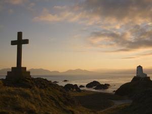 Stone Cross and Old Lighthouse, Llanddwyn Island National Nature Reserve, Anglesey, North Wales by Pearl Bucknall