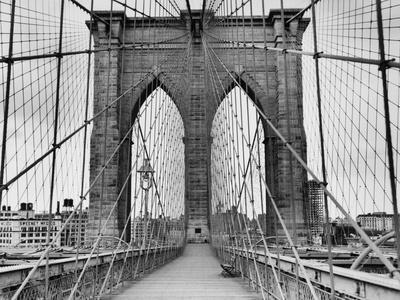 Pedestrian Walkway on the Brooklyn Bridge-Bettmann-Photographic Print