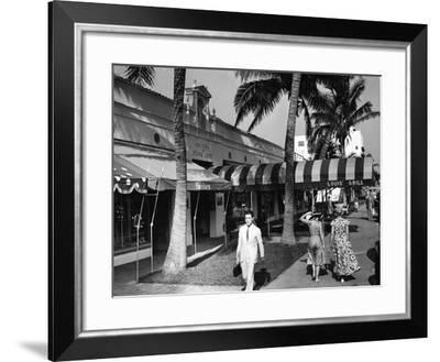 Pedestrians Stroll by the Beaux Arts Building, 731-33 Lincoln Road, Louis' Grill and Fanlu's, 1937--Framed Photographic Print