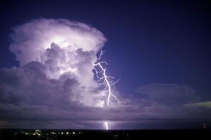 Lightning by Pekka Parviainen