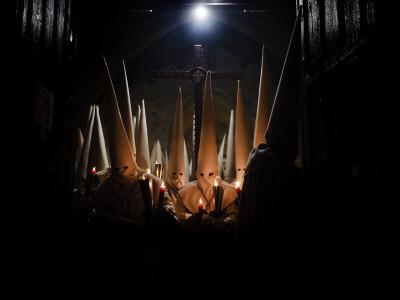 https://imgc.artprintimages.com/img/print/penitents-participate-in-procession-of-jesus-yacente-brotherhood-during-holy-week-in-zamora_u-l-q10ot6c0.jpg?p=0