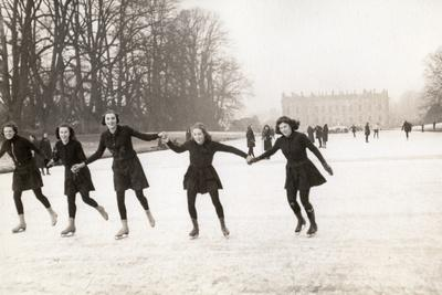 https://imgc.artprintimages.com/img/print/penrhos-school-girls-skating-on-canal-pond-during-their-occupation-of-chatsworth-house-during-wwii_u-l-pyrw7s0.jpg?p=0