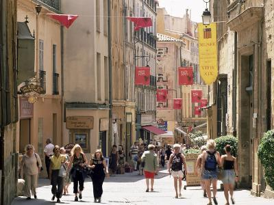 People in the Rue Gaston-De-Saporta, Aix-En-Provence, Bouches Du Rhone, Provence, France-Ruth Tomlinson-Photographic Print